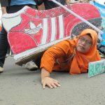 Dari Mana Pakaianmu Berasal? Upah dan Kondisi Kerja Buruh Industri Garmen, Tekstil dan Sepatu di Indonesia (Bagian 2)