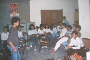bambang harri, berdiri di kiri, pertemuan buruh di LBH B (circa 1992-1993)